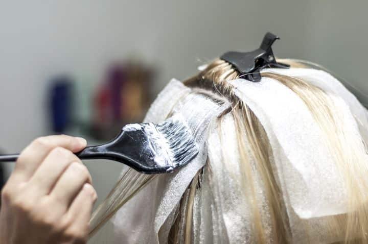 Evde Saç Boyama ve Cila Nasıl Yapılır?